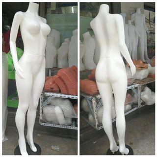 Curvy Body Headless Fullbody Skintone Female Mannequin