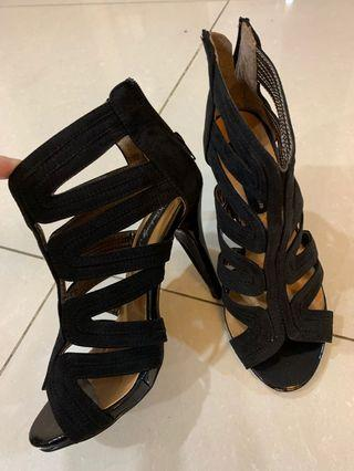 🚚 Kimberly Jean black suede caged heels