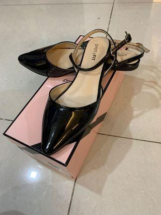 🚚 Pretty Fit black pointed patent flats