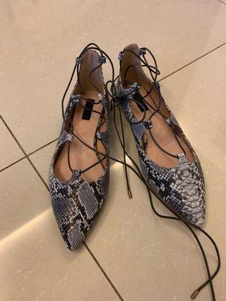 🚚 Topshop faux snakeskin pointed flats