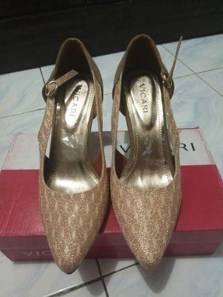 #mauthr Heels Gold
