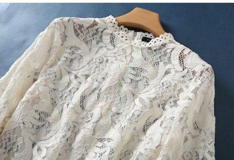 Floral lace white top 白色蕾絲上衣