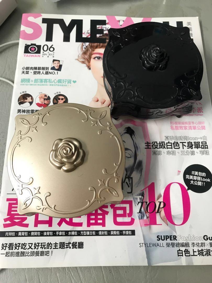 Anna Sui 安娜蘇蜜粉收納盒 塑膠材質,共2色 黑色 金色