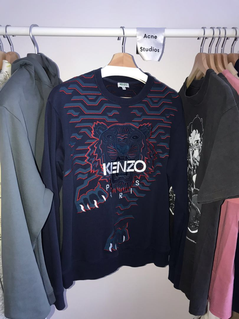 dc6cb8153 Kenzo Geo Tiger Sweatshirt Navy with Red Detail M, Men's Fashion, Clothes,  Tops on Carousell