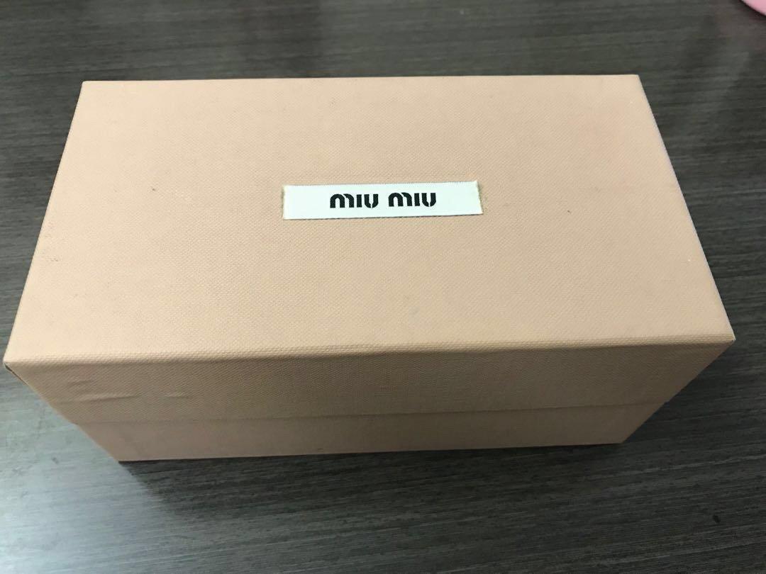 Miu Miu Sunglasses($980九成新)