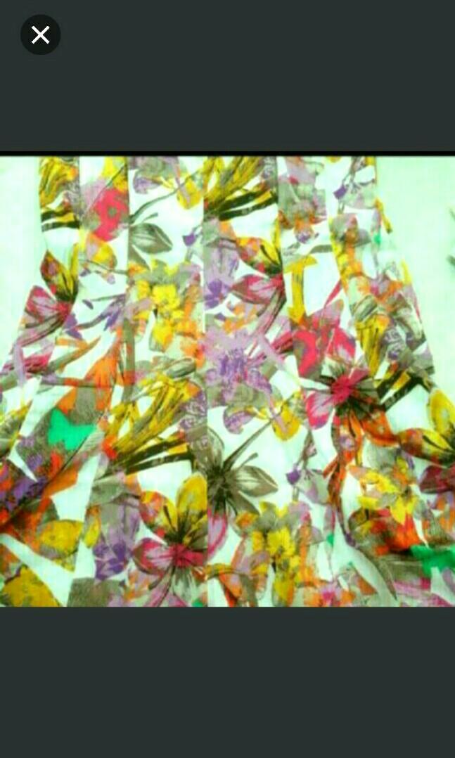 NINE WEST COTTON FLORAL SUMMER DRESS FANTASTIC CUT WITH BONING. New WITH TAGS. PERFECT FOR A GARDEN PARTY OR EVEN A DAYTIME WEDDING. Kindly Message If More Photos Or Details Are Required. Price Neg For Quick Purchase. US$129 Down To S$79. Thank You.