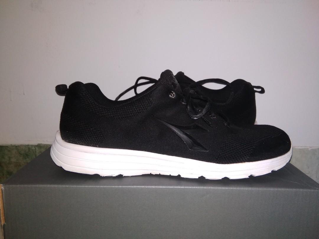 Sepatu Diadora Black White