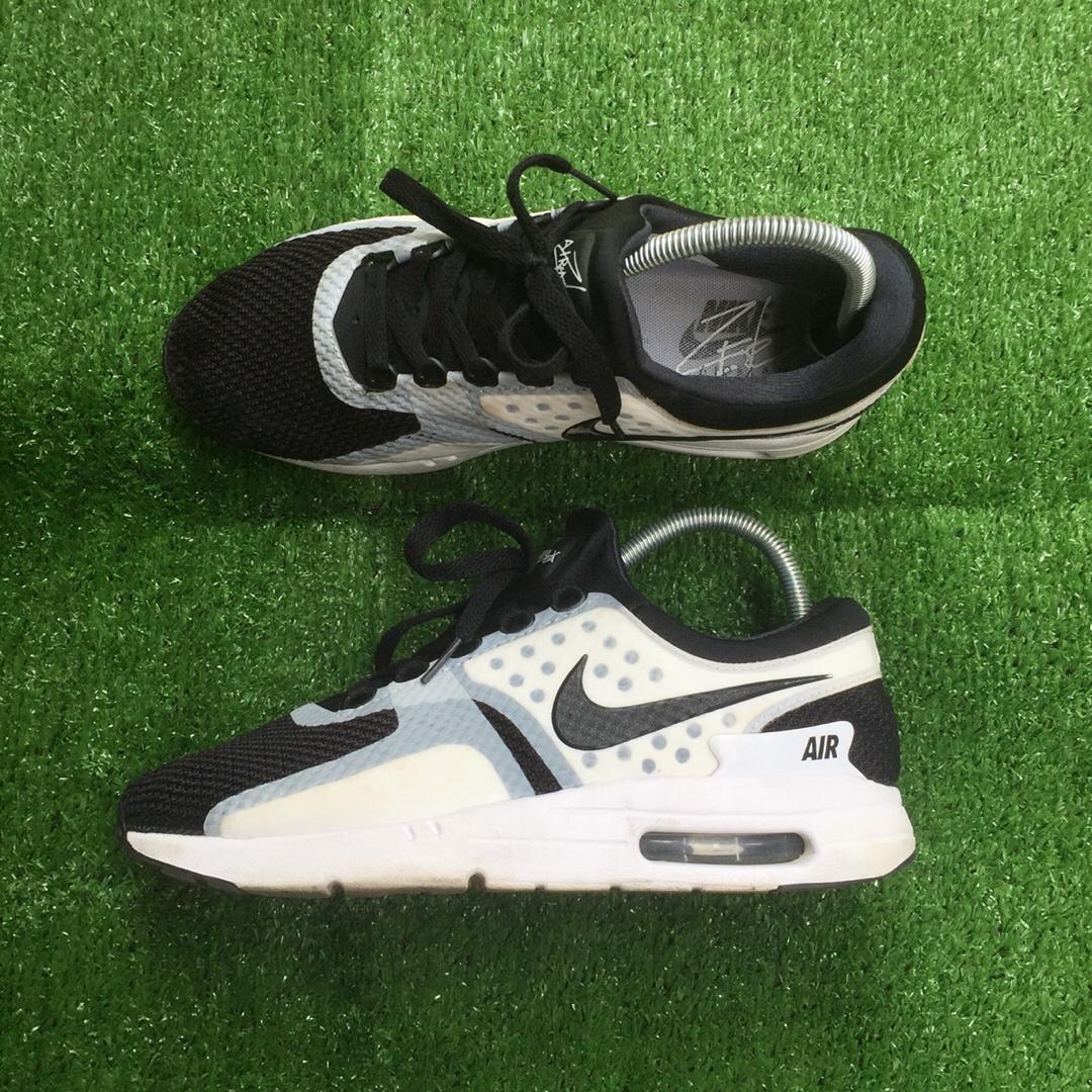 cheap for discount 9bc0f 3684c Sepatu Nike Air Max Zero Essential