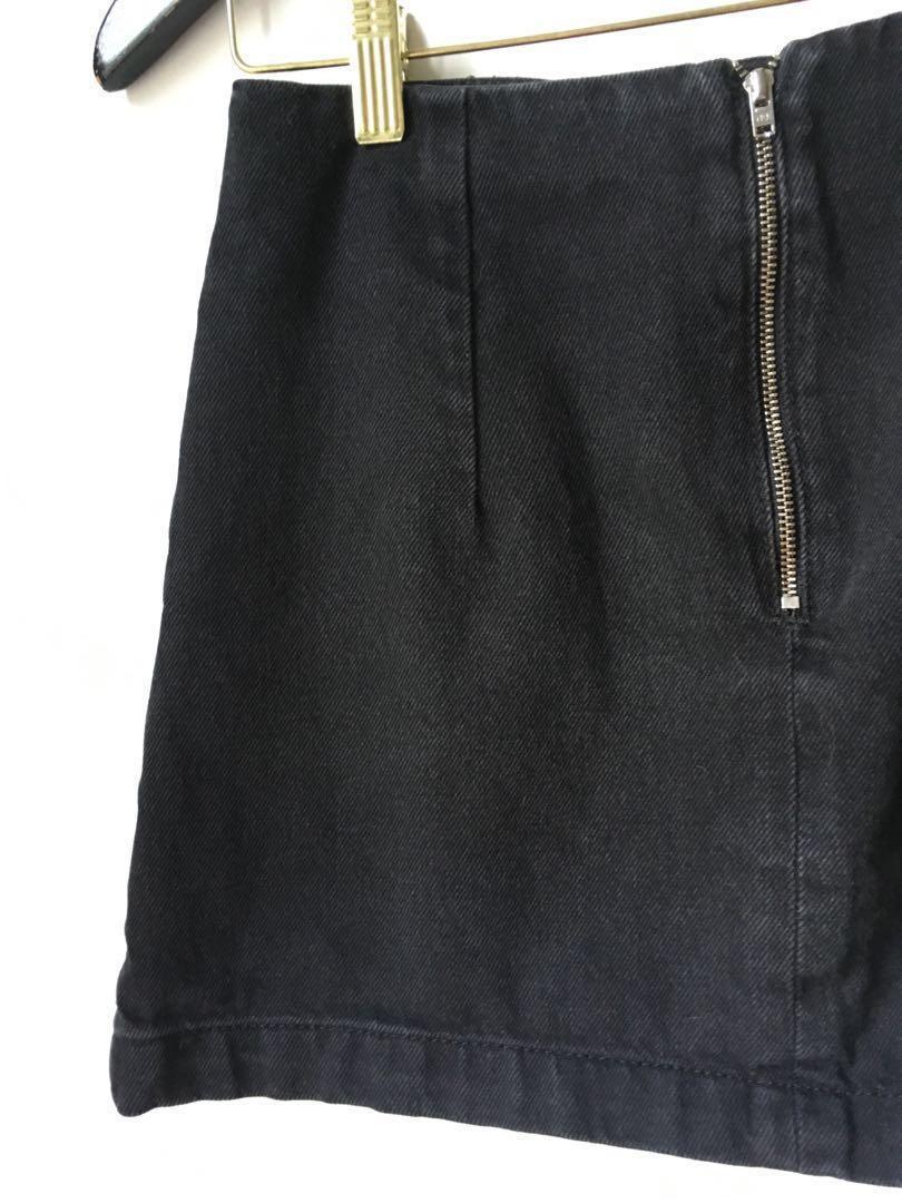 Size 4 Topshop Moto black denim A-line mini skirt with pockets