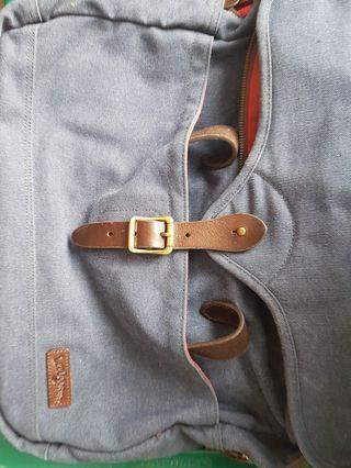 Lee coper sling bag