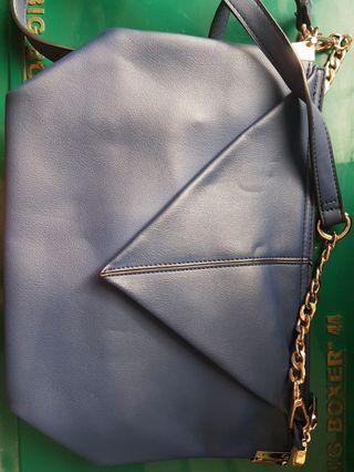 Tas Cewek Kondisi Apa Adanya