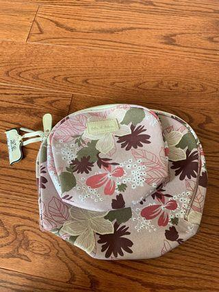 Set of 2 brand new Ollie & Olivia cosmetic bags