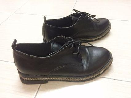 Lady black cover shoes 女黑色包鞋