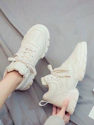 Women Ivory Sport shoes 女米色包鞋