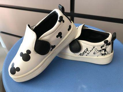 Kids shoes size 24
