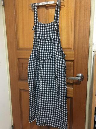 🚚 黑白格子吊帶裙