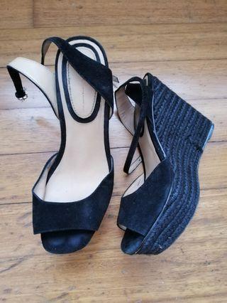 🚚 Black wedge heeled shoes. Very good condition. Brand Zara