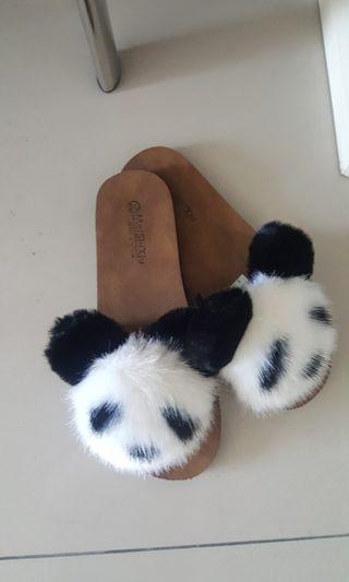 🚚 降價!熊貓皮革拖鞋