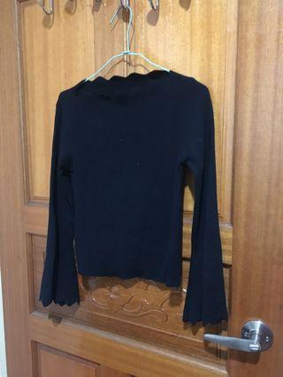 🚚 荷葉邊貼身黑長袖