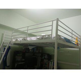 二手 IKEA 白色高腳雙人床框