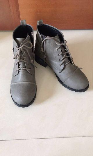 🚚 灰色中筒靴