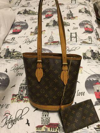 Louis Vuitton Monogram Petit Bucket Tote with Pouch come with dust bag.