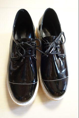 黑色明線柒皮鬆高鞋