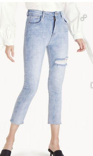 Pomelo Light Wash Ripped Jeans