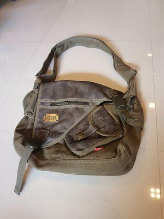 🚚 Rugged sling bag