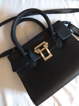 Black Handbag 黑色手袋