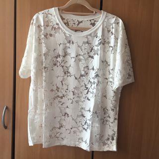 🚚 白色 透膚滿版花朵圓領短袖上衣
