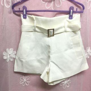 🚚 高腰白色短褲