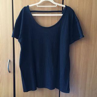 🚚 黑色 素面素色大U領單條設計小露背短袖上衣。可雙面穿