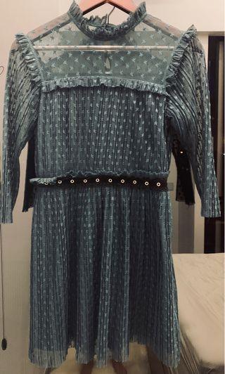 Beautiful TopShop lark green lace dress size S