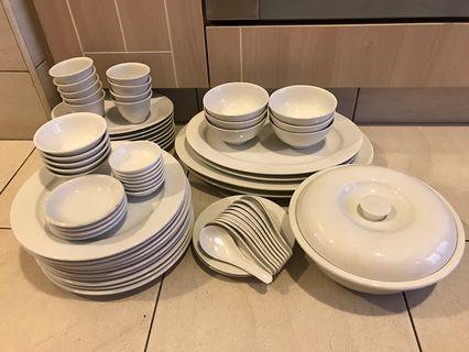 🚚 Bowls, plates & spoons set