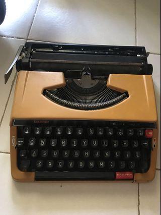 🚚 Brothers Vintage Typewriter
