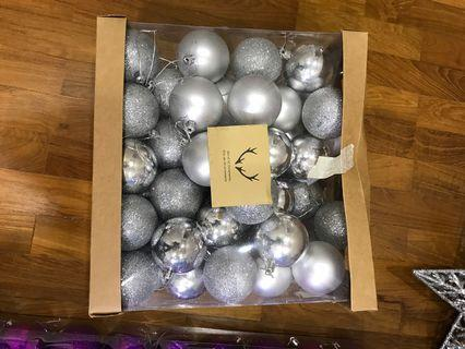🚚 50 silver Christmas tree ornaments