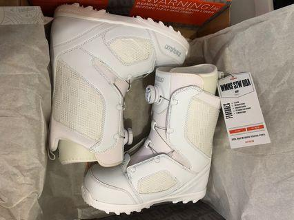 Thirty two Women's BOA snow boots