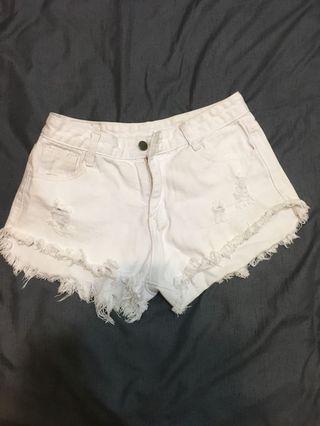 🚚 白破鬚低腰短褲(可送)