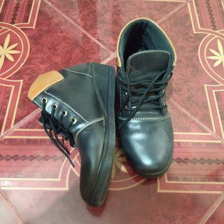 #mauthr Dr.Kevin Boots