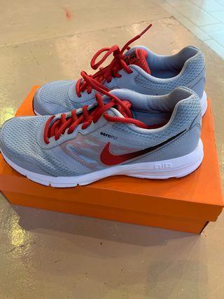 🚚 Nike running shoes