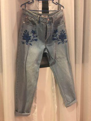 Forever 21 Mom Jeans Size 28