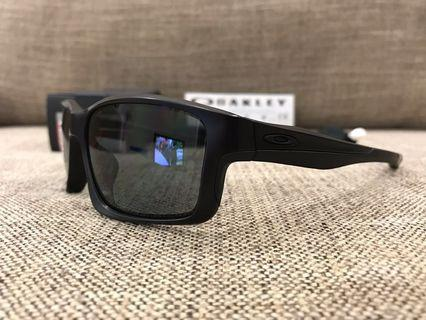 Oakley™️ CHAINLINK Covert Collection (Matte Black/Grey Polarized)