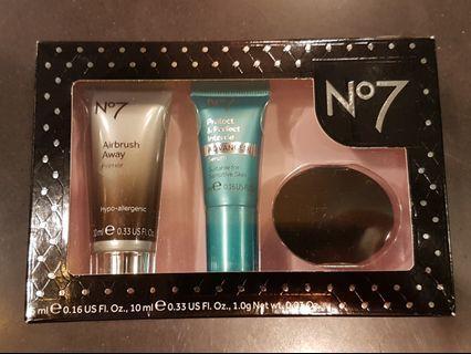 No7 Skin That Glows set BNIB