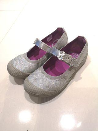 Stride rite silver shoes 7-8 years old