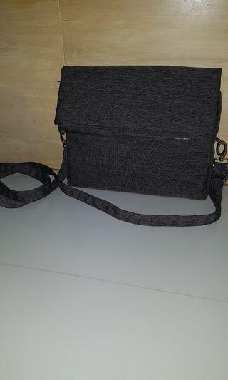 🚚 Grey sling bag