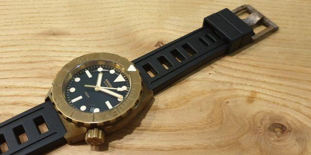 🚚 Armida Brass A1 Black Date 42mm