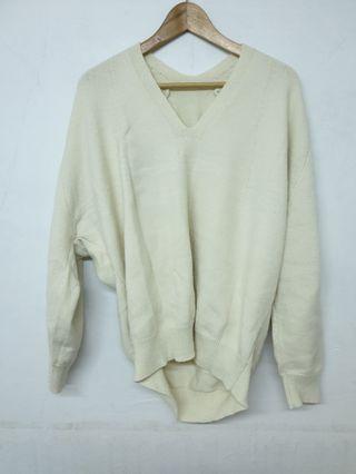 🚚 白色V領毛衣