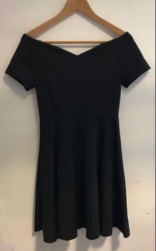 純黑色露膊連身裙