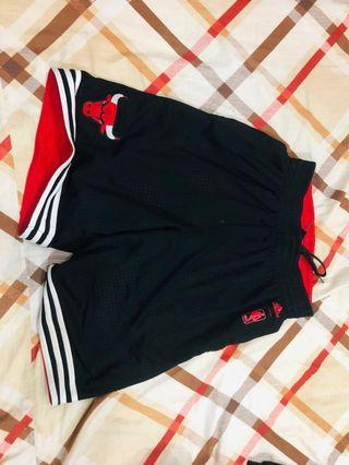 🚚 二手 Adidas 公牛隊 籃球褲 M